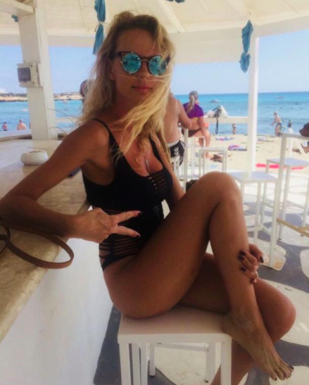 Изнурительные тренировки и плавание в бассейне: что постит блондинка, с которой Кива отдыхает на Бали