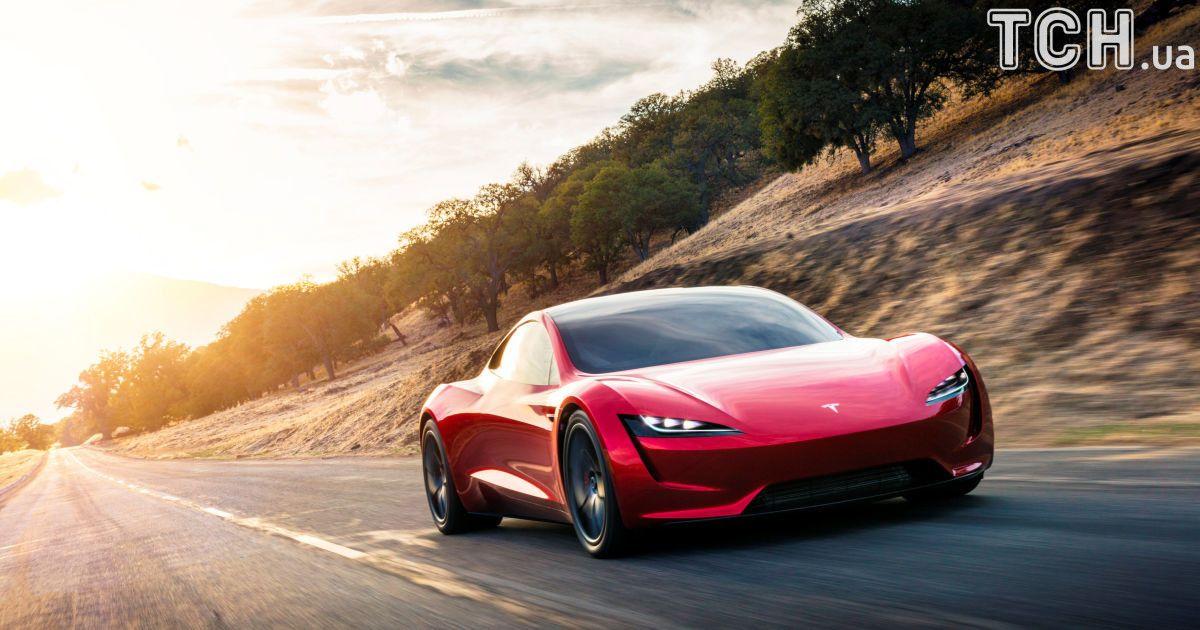 """Маск представив """"убивцю паливних автомобілів"""" - Tesla Roadster"""