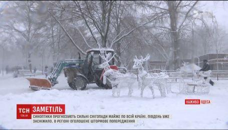Одеса першою відчула на собі сильні снігопади, що сунуть на Україну