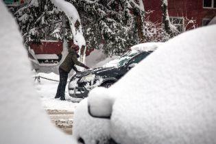 Зимовий шторм скасував у США понад тисячу авіарейсів та закрив школи
