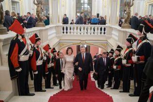 В жемчужном платье и с красивой укладкой: роскошный образ Марины Порошенко