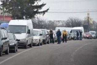 На Львовщине военные пенсионеры перекрыли дорогу