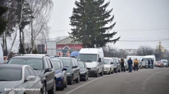 На Львівщині військові пенсіонери перекрили дорогу