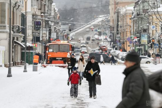 Встигнути до опівночі. Через снігопад в'їзди до Києва обмежать для фур з усіх напрямків