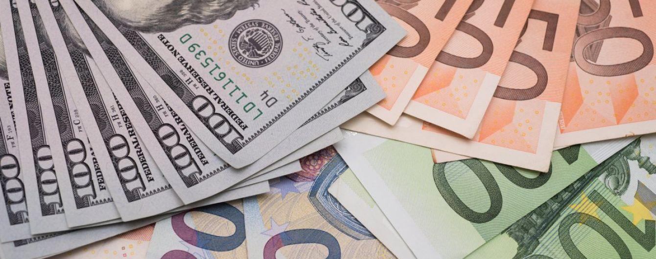 Вартість долара і євро знову поповзла вгору в курсах Нацбанку. Інфографіка