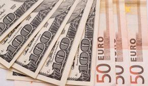 Долар здешевшає, а євро здорожчає. Нацбанк визначився з курсами валют на понеділок