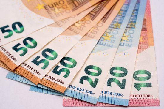 Гривня знову втратила позиції, а євро встановив новий рекорд у курсах Нацбанку. Інфографіка