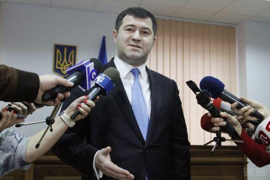 Суд повернув Насірову паспорт і годинники його дружини, але арешт - подовжив