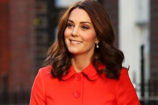 """В оранжевом пальто за 300 долларов: самый яркий """"беременный"""" образ герцогини Кембриджской"""