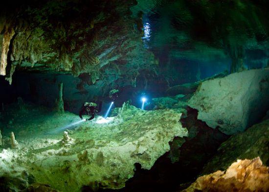 Найдовшу підводну печеру світу з унікальними реліквіями знайшли в Мексиці
