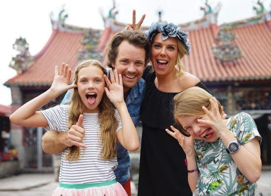 Сім'я з двома дітьми продала все майно, щоб подорожувати світом та насолоджуватись життям