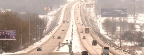 """Заметіль року: Київ """"закривається"""" від транспорту та чекає зимової негоди"""