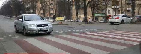 """Вместо лежачих полицейских в Киеве будут строить возвышенные над дорогой """"зебры"""""""