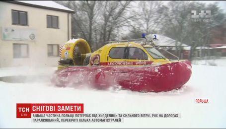 Непогода парализовала большую часть Польши