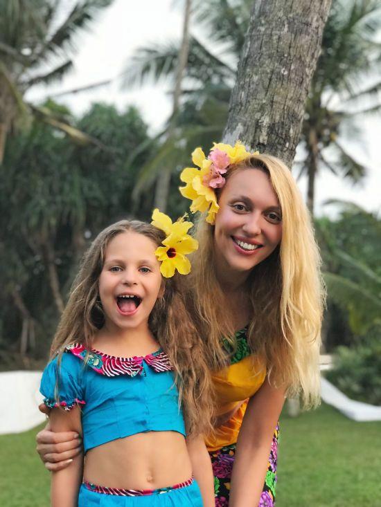 В костюмі сингальця і з квітами у волоссі: Полякова відсвяткувала день народження на Шрі-Ланці