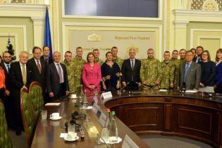 Звільнені з ОРДЛО українці розповіли дипломатам G7 і ЄС про пережиті тортури