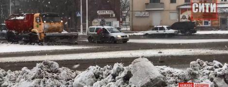 Топили снег на воду: Измаил трудом пережил первый день нежданной блокады зимней стихией