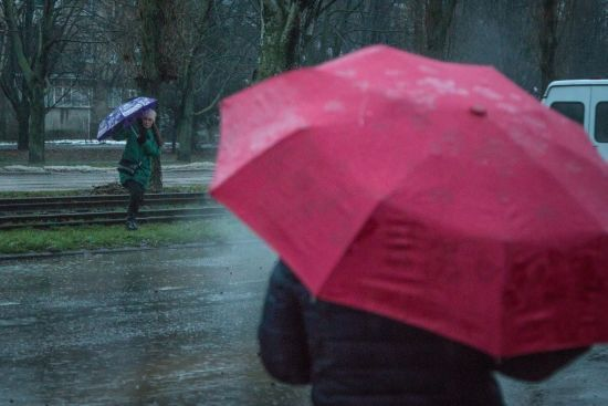 Початок робочого тижня буде дощовим на всій території України