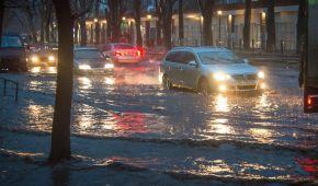 Снежно-дождевой армагеддон. Украинские города и села остались без света и воды из-за сильной непогоды