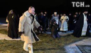 Путин перекрестился и прыгнул в прорубь