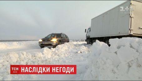 Сніг, ожеледь та поривчастий вітер - негода Україну не відпустить