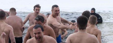 Вместе с Кличко в прорубь нырнули его заместители и главы районов Киева