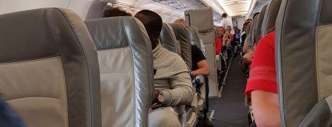 Понад 200 українців вже другу добу не можуть вилетіти з Єгипту