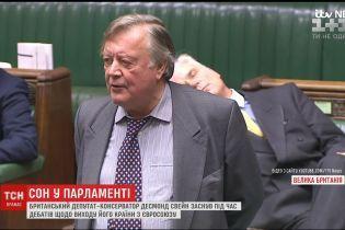 У Британії депутат заснув під час дебатів щодо виходу країни з ЄС