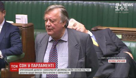 В Британии депутат заснул во время дебатов относительно выходу страны из ЕС