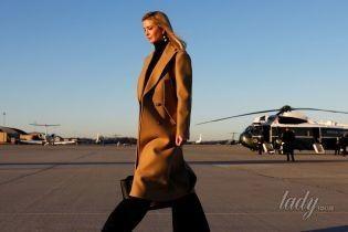 В бежевом пальто и на шпильках: стильная Иванка Трамп выступила в Пенсильвании