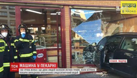 В Мадриде 70-летний водитель въехал в витрину магазина, есть пострадавшие