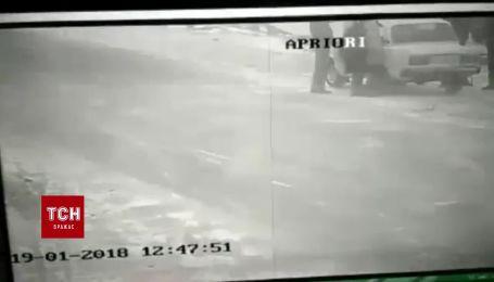 В Харькове грабители ранили полицейского