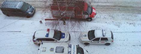 На Харьковщине военный взял в заложники женщину