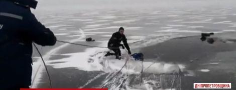 На Днепропетровщине утонул рыбак, который пошел на лед в плюсовую температуру
