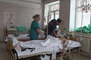 Сім годин українські лікарі рятували кинутого напризволяще пораненого бойовика