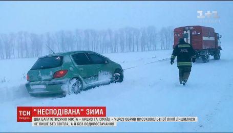 Заблокированные трассы и обесточенные города: Украина оказалась не готовой к зимним снегопадам