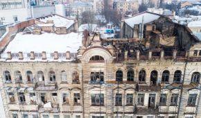 Появились фото последствий крупного пожара в историческом здании в центре Киева