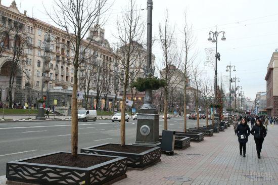 Хрещатик перекрили до кінця травня. Центр Києва стоїть у заторах