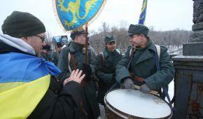 """""""Живая цепь"""" на мосту Патона и самый длинный флаг. Как в Украине отмечают День соборности"""
