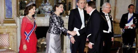 В алом платье и с короной: эффектная королева Сильвия на торжественном приеме