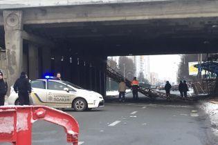 В Киеве посреди дня обрушился еще один путепровод - соцсети