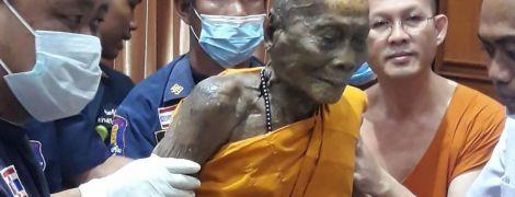 У Таїланді на обличчі мертвого вже два місяці ченця з'явилася усмішка