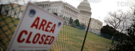 Сенат США проголосував за тимчасове відновлення роботи уряду
