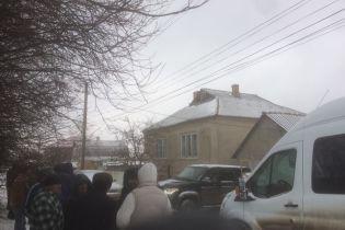 Потрощені вікна та побитий затриманий: російська ФСБ проводить обшуки у кримських татар