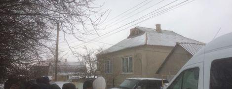 Разбитые окна и избитый задержанный: российская ФСБ проводит обыски у крымских татар