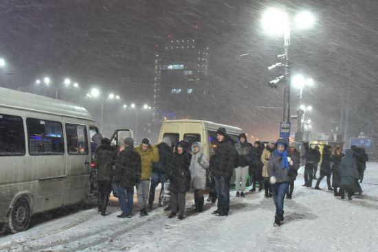 Мати двох дітей бореться за безкоштовний поїзд і харчування для школярів цілого міста на Житомирщині