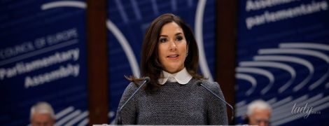 В сером платье и на шпильках: кронпринцесса Дании Мэри в деловом образе выступила перед политиками