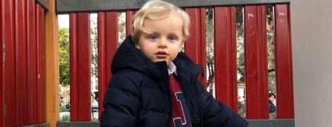 На детской площадке и не только: княгиня Шарлин опубликовала новые фото своих подросших близнецов