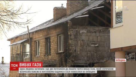 На Киевщине мощный взрыв разделил двухэтажный жилой дом на две части