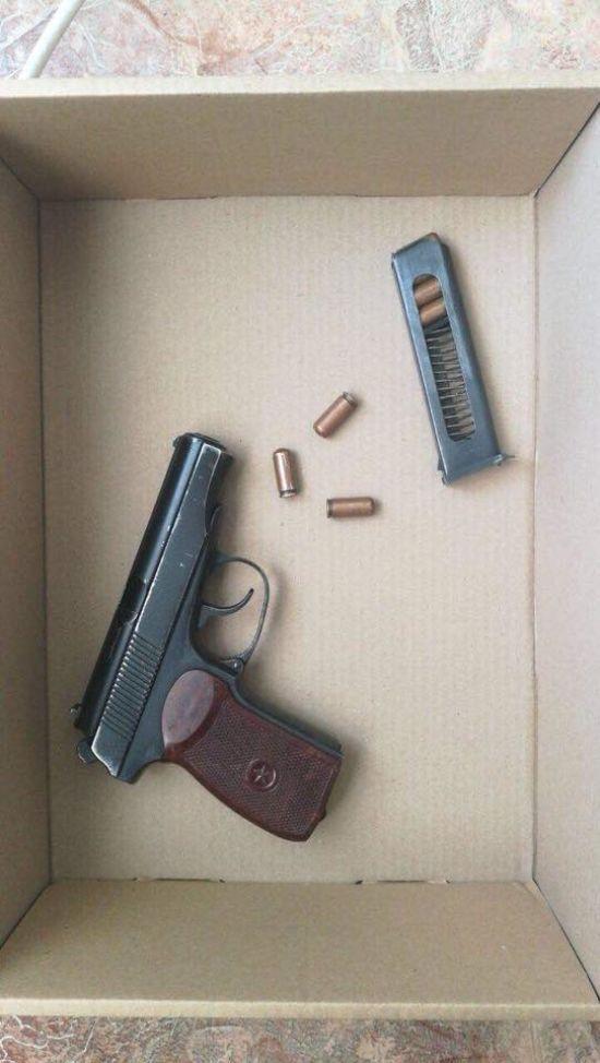 У Білій Церкві вночі молодик зі зброєю пограбував продуктовий магазин